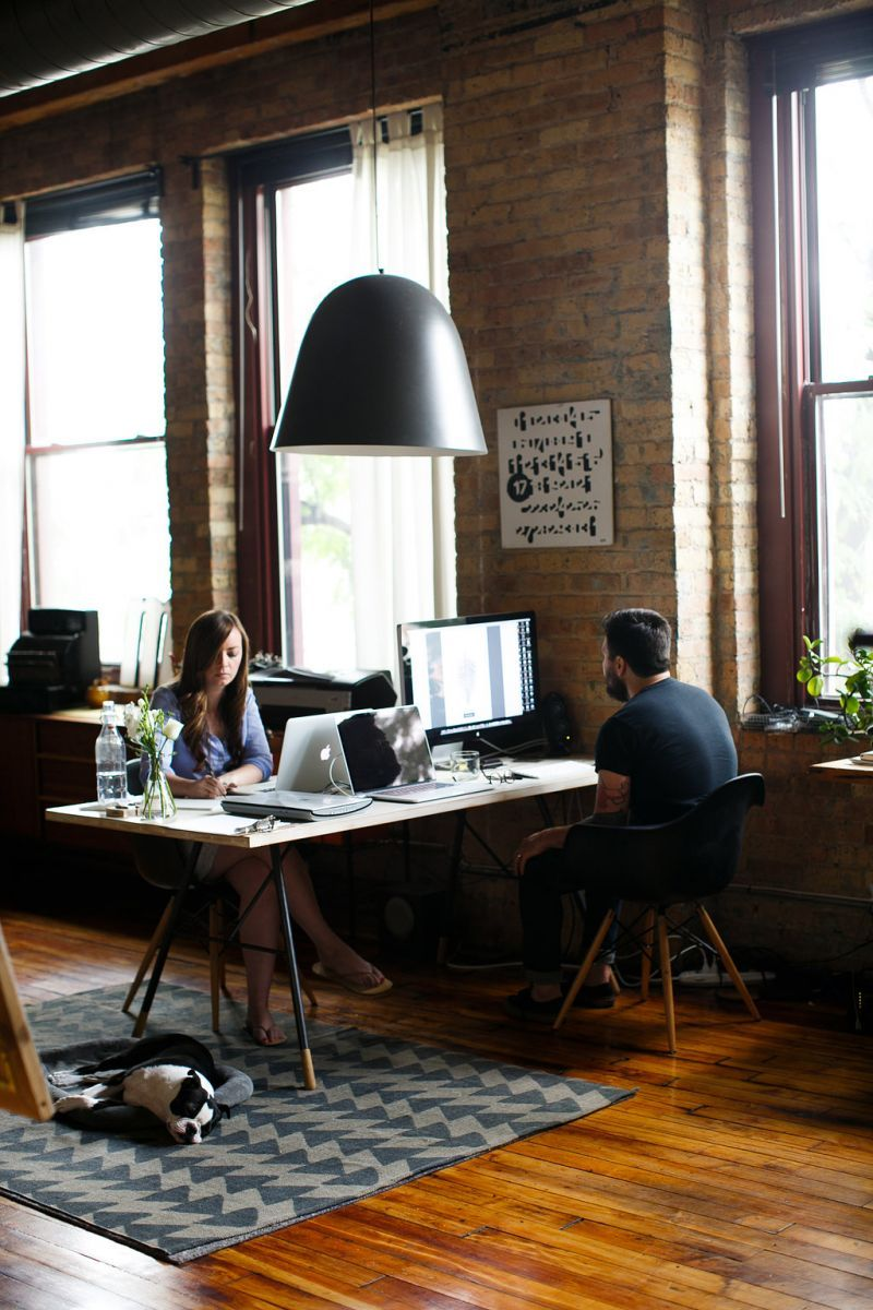 Open plane dual workspace in the Chicago's loft
