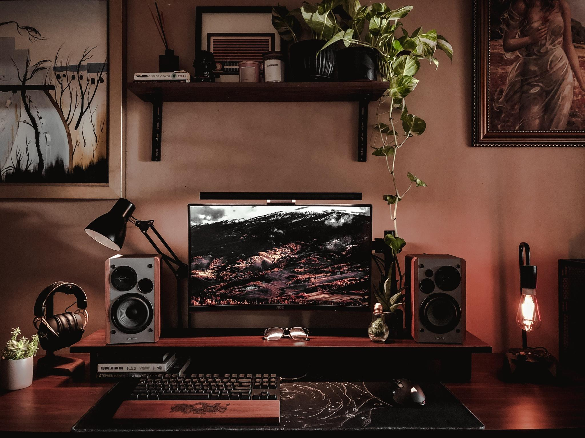 By using dark colours, Jason has created a relaxing ambience in his setup