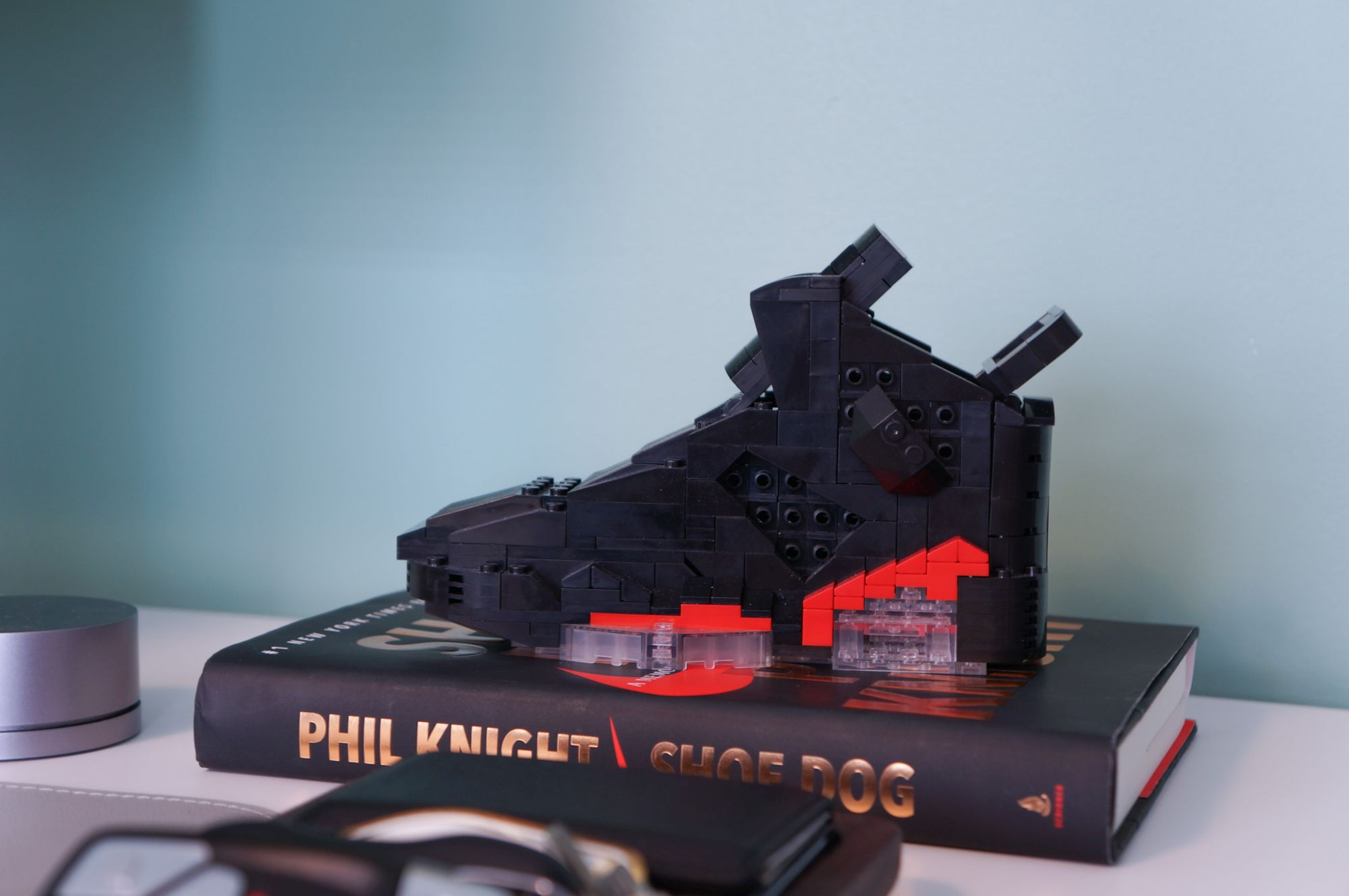 Kickbrick version of the black infrared Air Jordan 6s sold by Netmagnetism. It's made of ~350 pieces