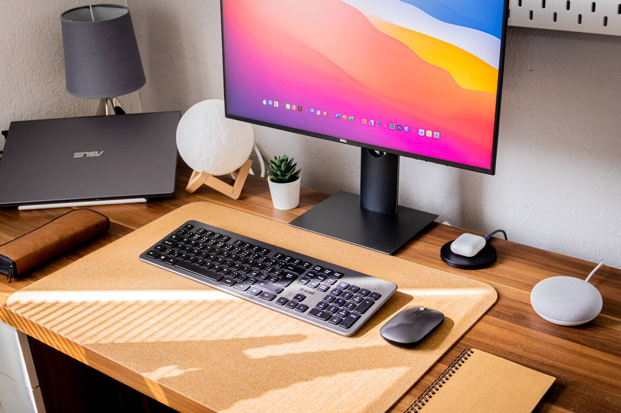Matúš is using a Dell UltraSharp 2419HC display connected to an ASUS laptop