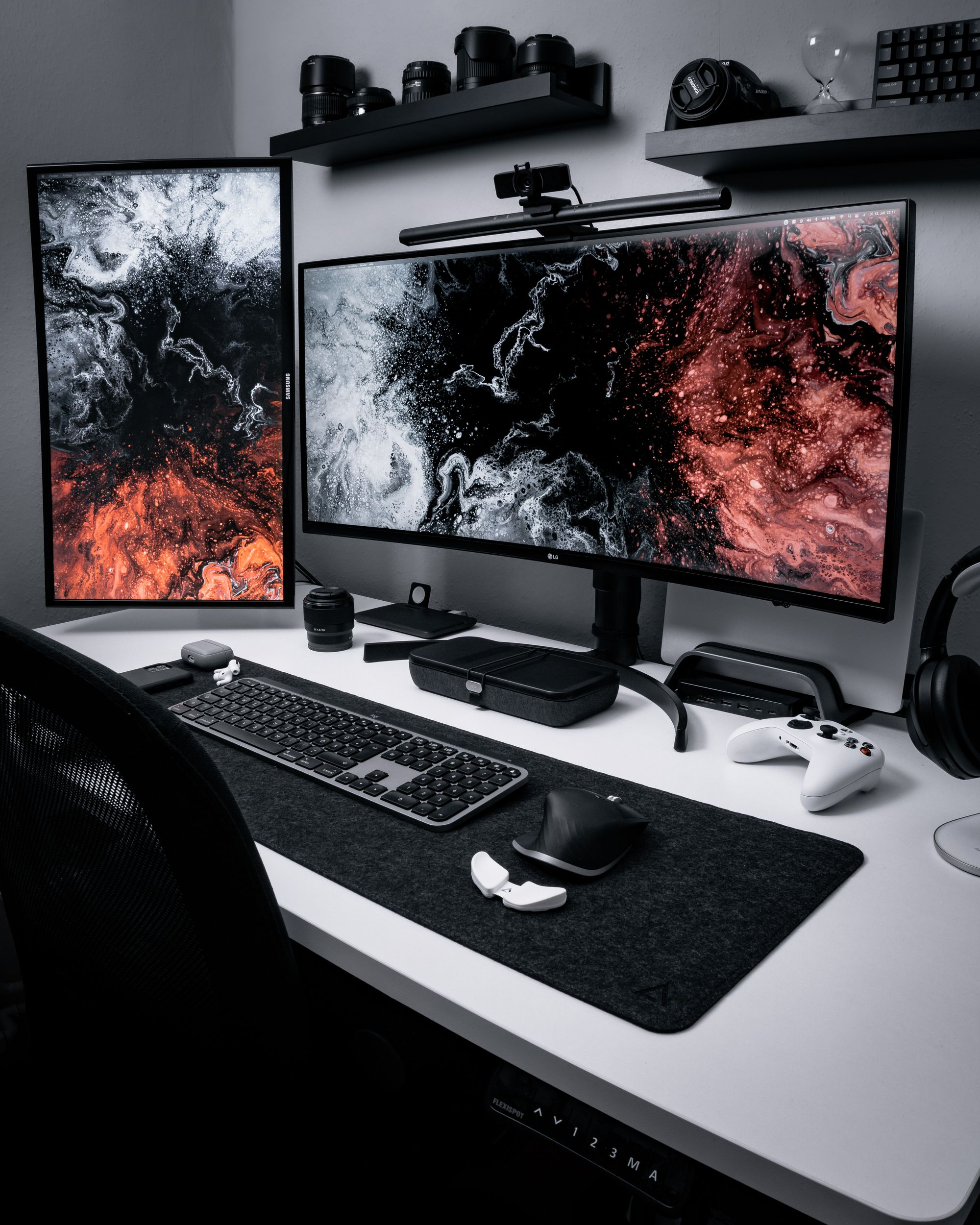 Black and White Desk Setup by Uli in Cologne, Germany