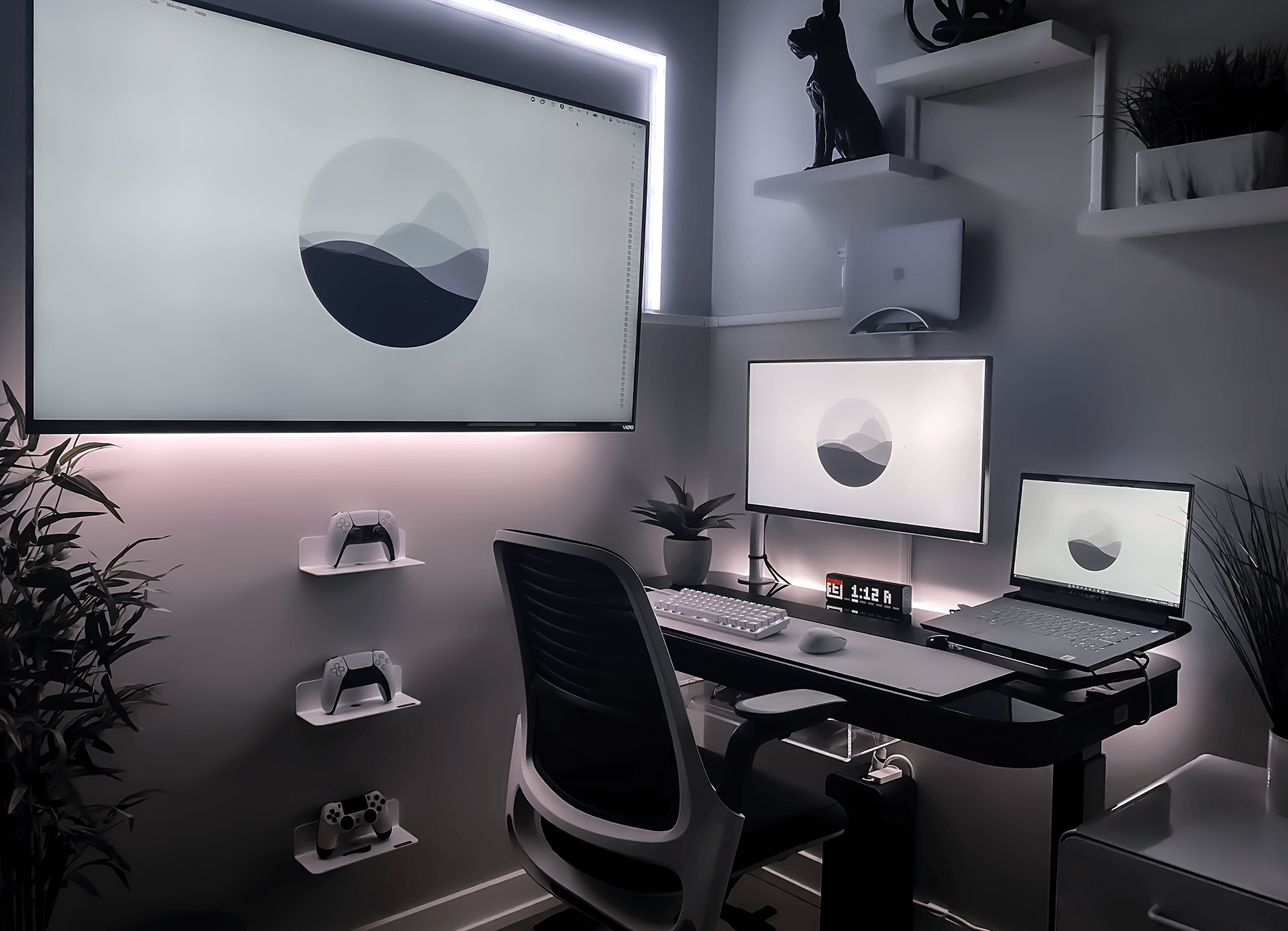 Alex' mimimalist home office setup in black and white